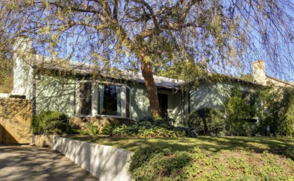 Traditional Ranch Home For Sale in Highland Park!