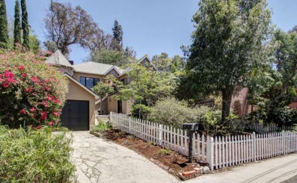 1928 Character Home in Eagle Rock For Sale