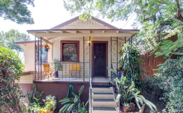 For Sale! Bungalow in the Hills of Highland Park