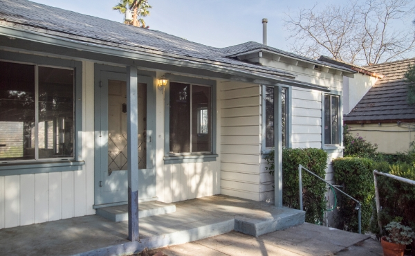 Fixer with Views in the Hills of Eagle Rock!