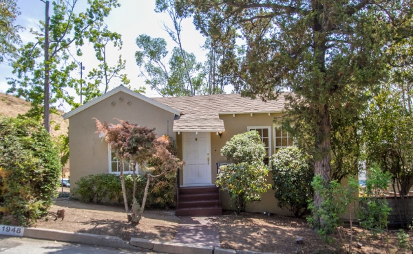 Traditional Midcentury Home in the Hills of Highland Park For Sale