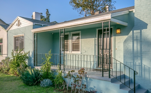 Charming 1930s Ranch For Sale in Highland Park!
