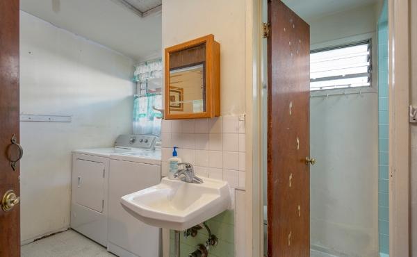 Front House Bath 1