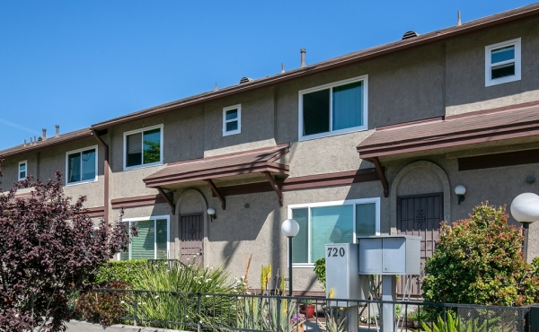 Leased! Townhouse in Prime Echo Park Location!