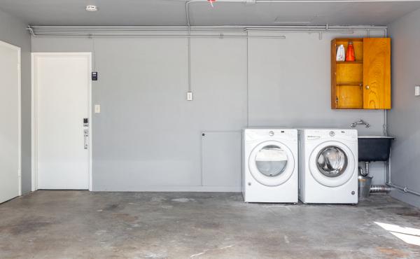 Garage/Laundry