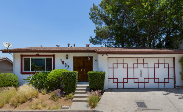 Leased! Midcentury Ranch with Incredible Views and Potential!