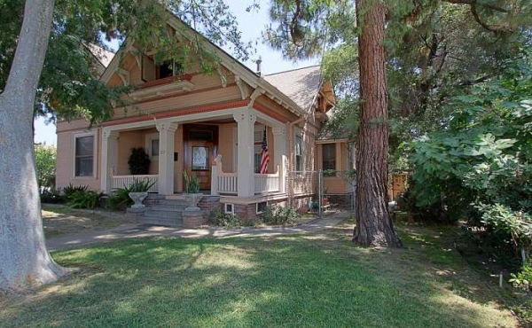 Graceful Glendale Victorian For Sale